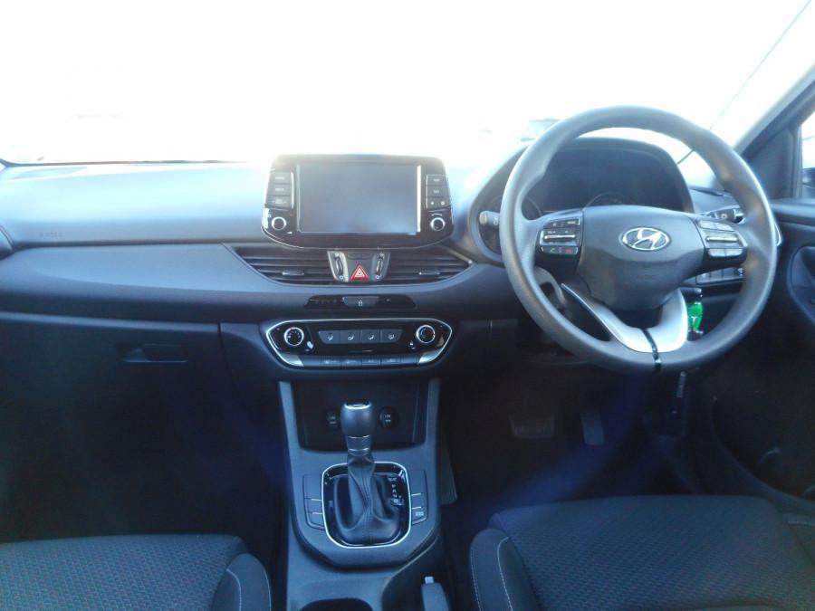 2017 MY18 Hyundai i30 PD Active Hatchback Image 15