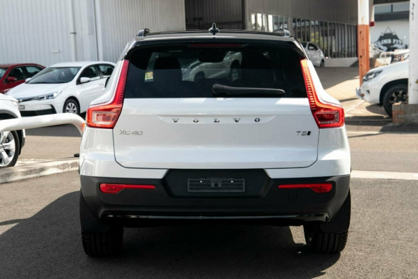 2020 MYon Volvo XC40 XZ T5 R-Design Suv