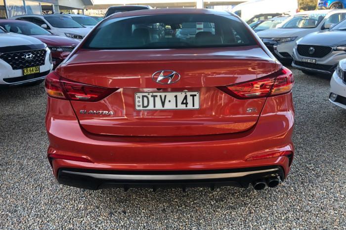 2017 MY18 Hyundai Elantra AD MY18 SR Sedan Image 11
