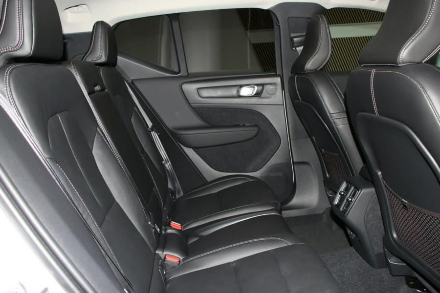 2020 Volvo Xc40 (No Series) MY20 T4 Momentum Suv Image 9