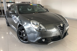 Alfa Romeo Giulietta Quadrifoglio Verde Vehicle Description.  1 Quadrifogl Hatch 5dr TCT 6sp 1.8T
