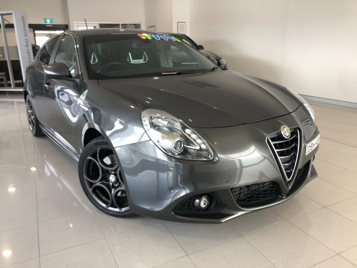 2015 Alfa Romeo Giulietta Vehicle Description.  1 Quadrifogl Hatch 5dr TCT 6sp 1.8T Quadrifoglio Verde Hatchback Image 1