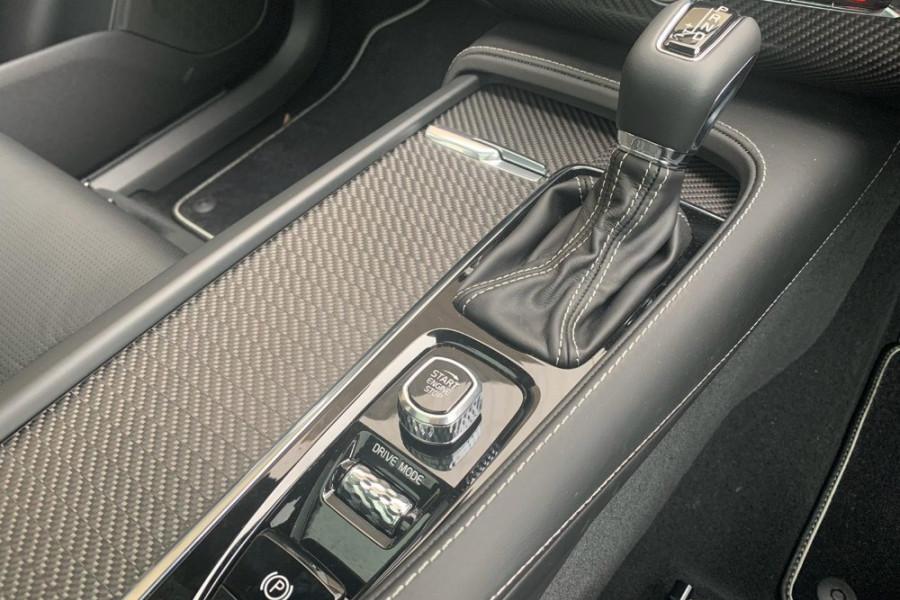 2020 Volvo XC90 L Series T6 R-Design Suv Mobile Image 14
