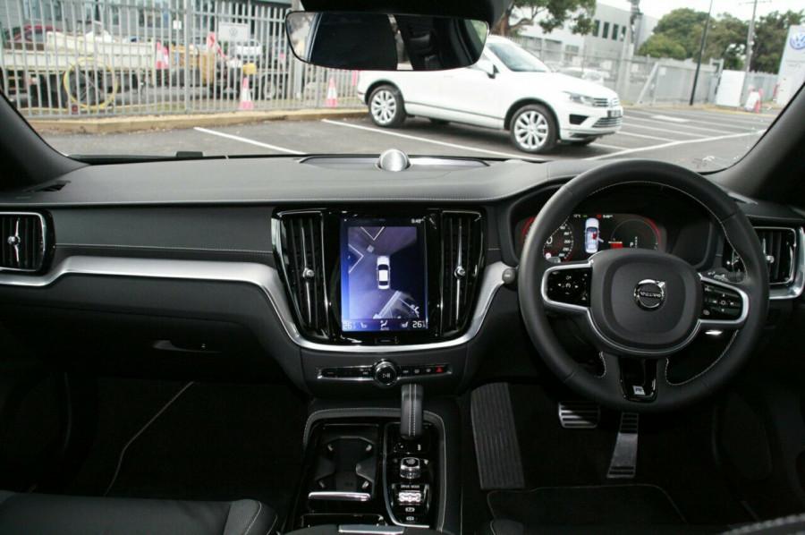 2019 Volvo S60 T8 R-DESIGN Wagon Image 6