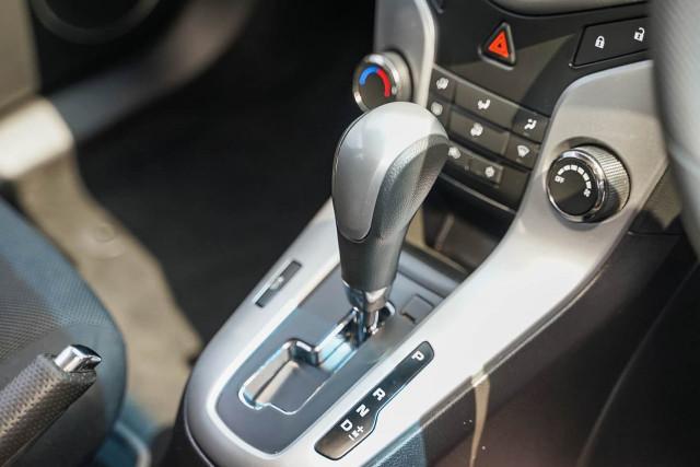 2015 Holden Cruze JH Series II MY15 Equipe Hatchback Image 4