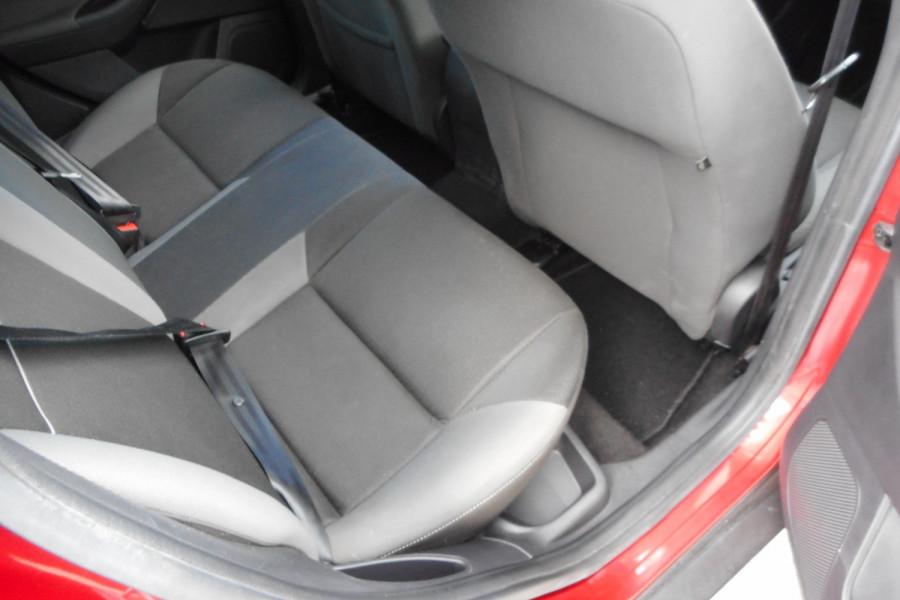 2012 Ford Focus LW  II AMBIENTE Hatchback Image 11
