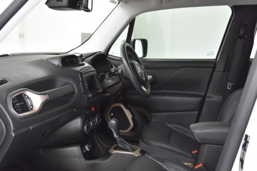 2015 Jeep Renegade BU Limited Hatchback Image 6