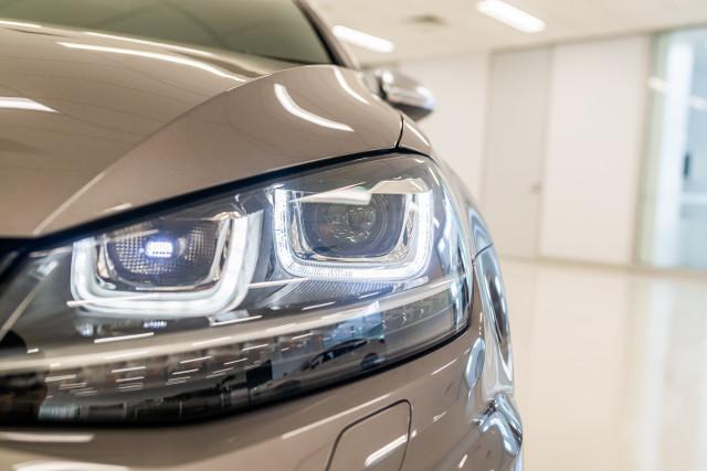 2016 Volkswagen Golf 7 R Hatchback Image 9
