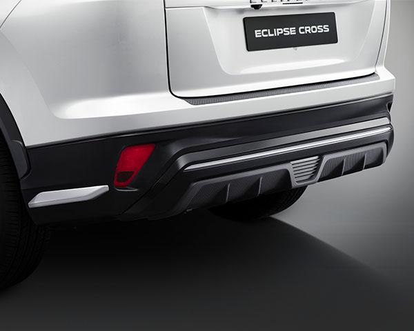 Rear bumper garnish