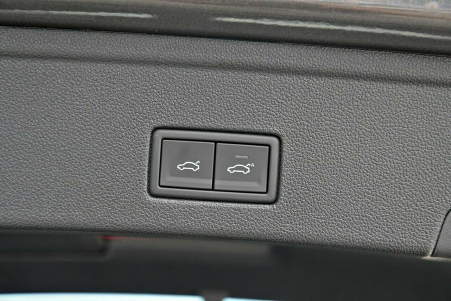 2020 Volkswagen Touareg CR 190TDI Premium Suv Image 15