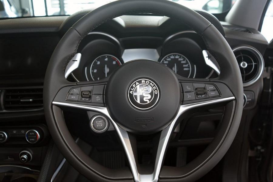 2018 Alfa Romeo Stelvio Stelvio Suv Mobile Image 14