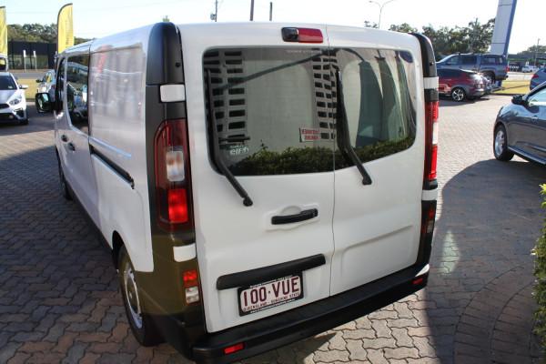 2015 Renault Trafic X82 103KW Van Image 4