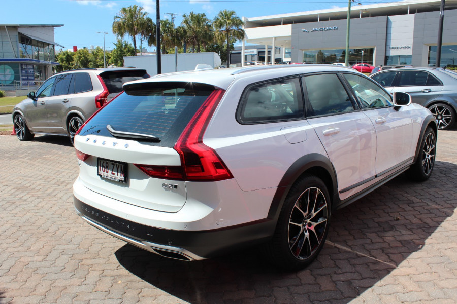 2020 Volvo V90 Cross Country P Series D5 Wagon Image 9