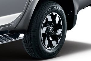 "<img src=""17 inch Diamond Alloy Wheel"