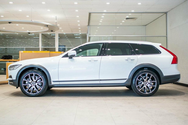 2019 Volvo V90 Cross Country D5 Wagon Image 4