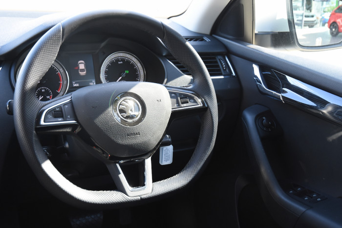 2019 Skoda Octavia NE Sedan Sedan Image 9