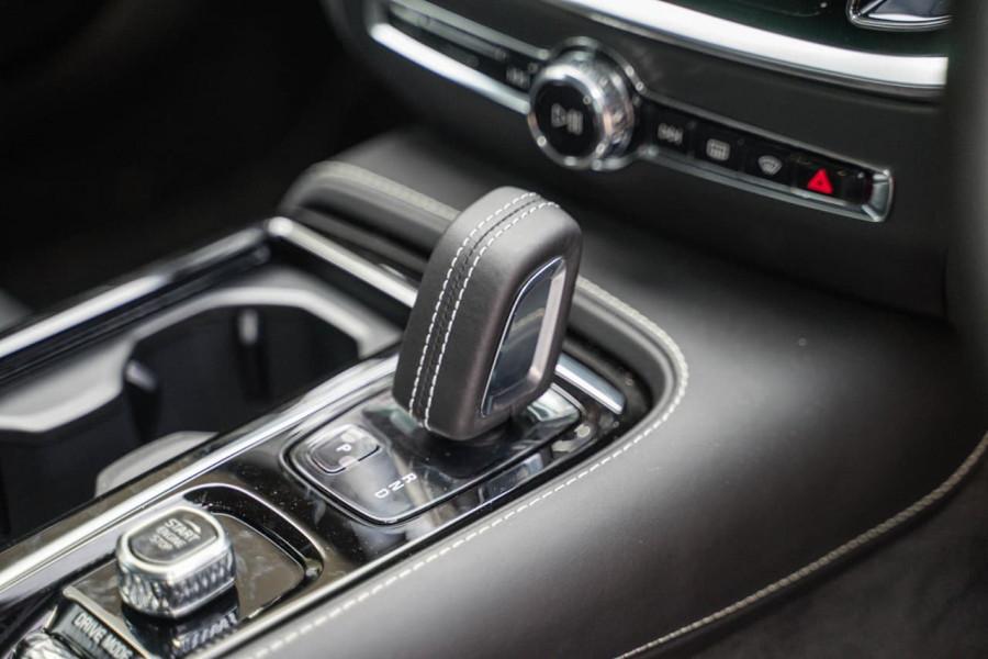 2020 Volvo S60 Z Series T8 R-Design Sedan Image 15