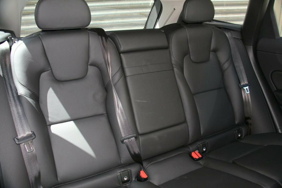2019 MY20 Volvo XC60 UZ T5 Momentum Suv Image 9