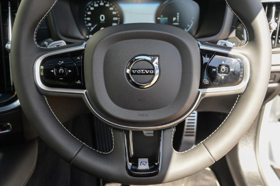 2019 MY20 Volvo S60 Z Series T8 R-Design Sedan Mobile Image 11