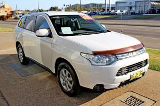 2012 MY13 Mitsubishi Outlander ZJ  ES Suv Image 4