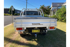 2015 MY14 Toyota HiLux KUN26R Turbo SR Cab chassis Image 5