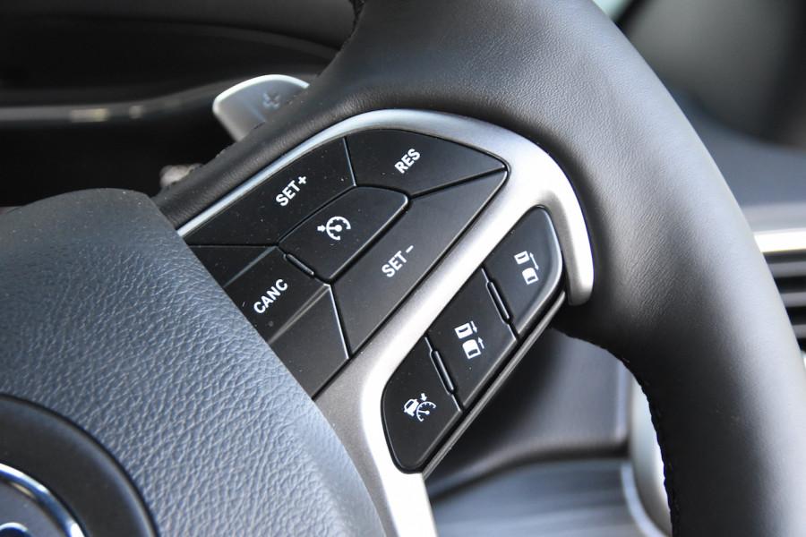 2019 Chrysler Grand Cherokee LIMITED 4x4 3.0LT/D 8Spd Auto Wagon Image 12