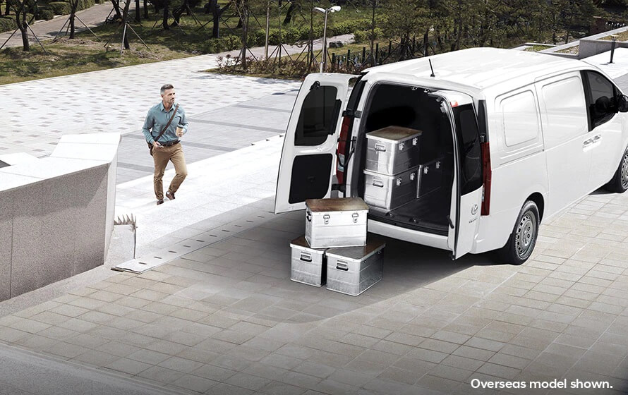 Staria-Load Optional Twin Swing rear doors.