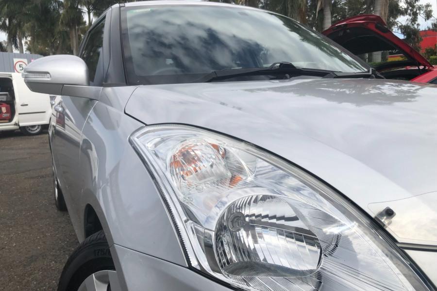 2013 Suzuki Swift GL Image 3