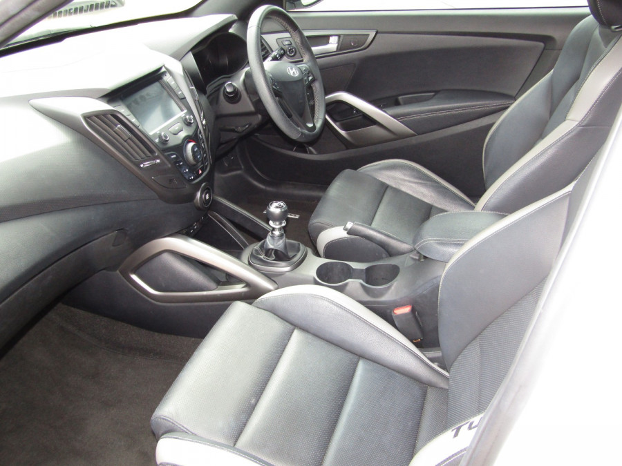 2017 Hyundai Veloster FS5 Series II SR Turbo Hatchback Image 10