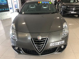2015 Alfa Romeo Giulietta Vehicle Description.  1 Quadrifogl Hatch 5dr TCT 6sp 1.8T Quadrifoglio Verde Hatchback