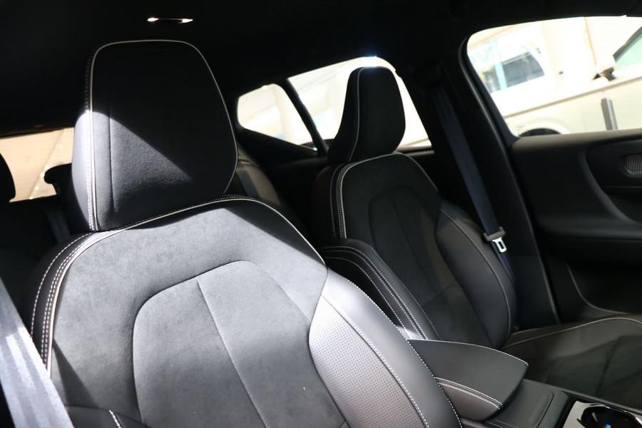 2021 Volvo XC40 XZ T5 R-Design Suv Image 17