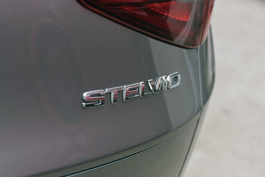 2018 Alfa Romeo Stelvio Stelvio Suv Mobile Image 7