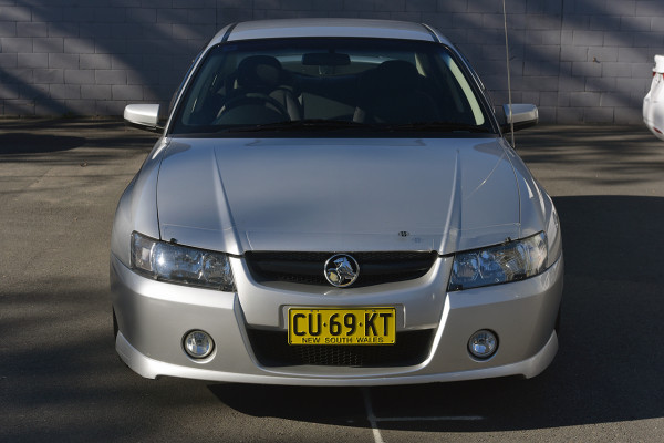 2004 Holden Commodore VZ SV6 Sedan Image 3