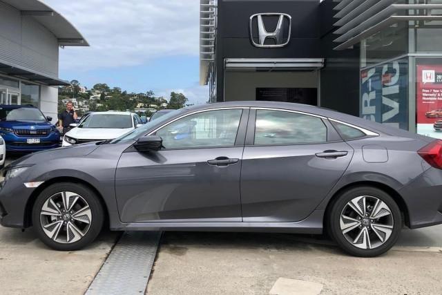 2019 Honda Civic Hatch 10th Gen VTi-L Sedan Image 4