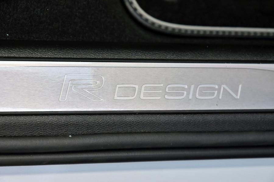 2020 Volvo V60 T5 R-Design T5 R-Design Wagon Mobile Image 23