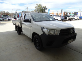 Toyota HiLux SR 4x2 Single-Cab Cab-Chassis GUN