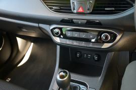 2017 MY18 Hyundai i30 PD Active Hatchback image 13