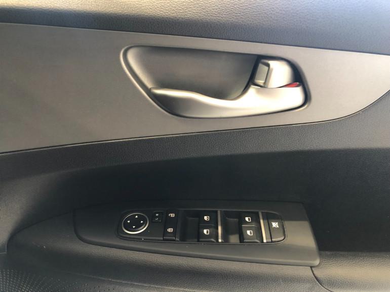 2019 Kia Cerato BD S Hatchback Image 9