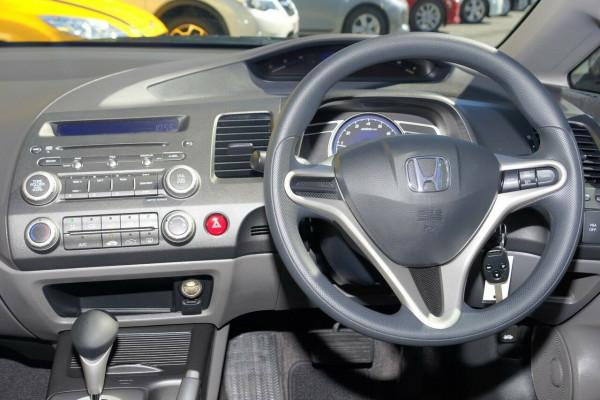 2011 MY10 Honda Civic 8th Gen MY10 VTi Sedan