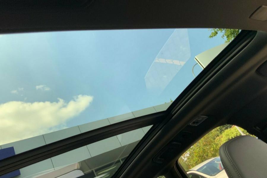 2018 MY19 Volvo XC60 246 MY19 D5 R-Design (AWD) Suv Mobile Image 17