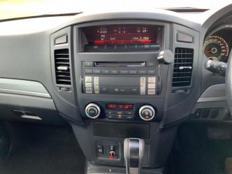 2013 Mitsubishi Pajero NW Turbo GLX-R Wagon