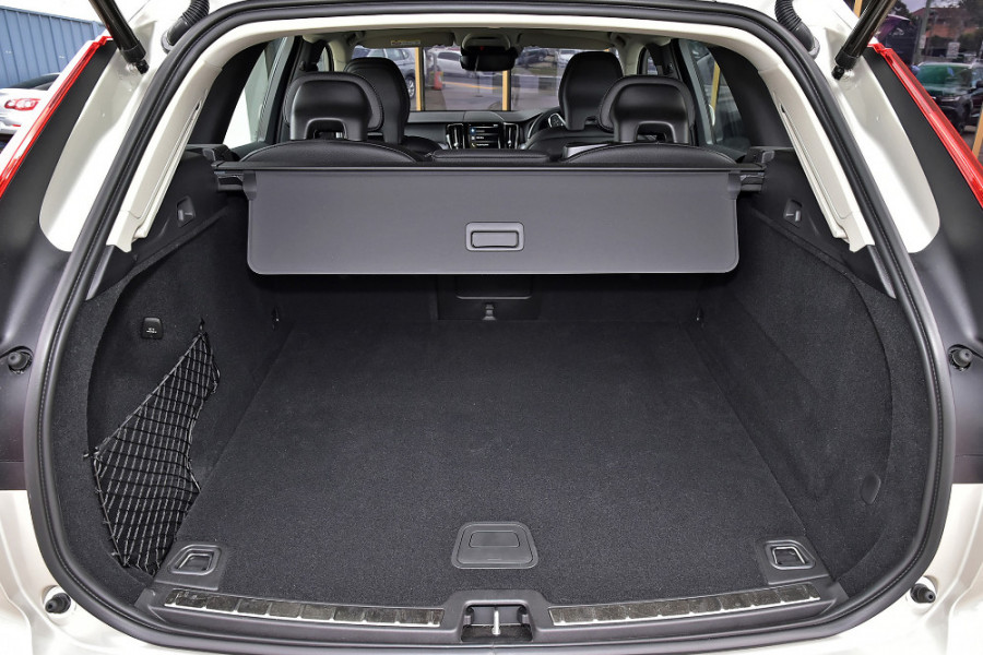 2019 Volvo XC60 UZ T5 Momentum Suv Mobile Image 11