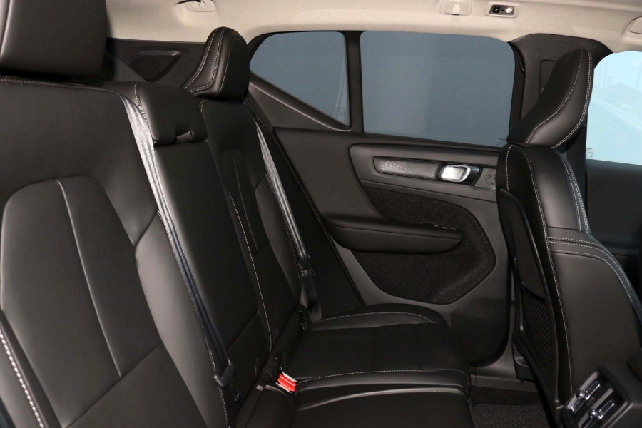 2021 Volvo XC40 XZ T4 Inscription Suv Image 7