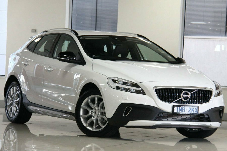 2017 Volvo V40 Cross Country M Series T4 Momentum Hatchback