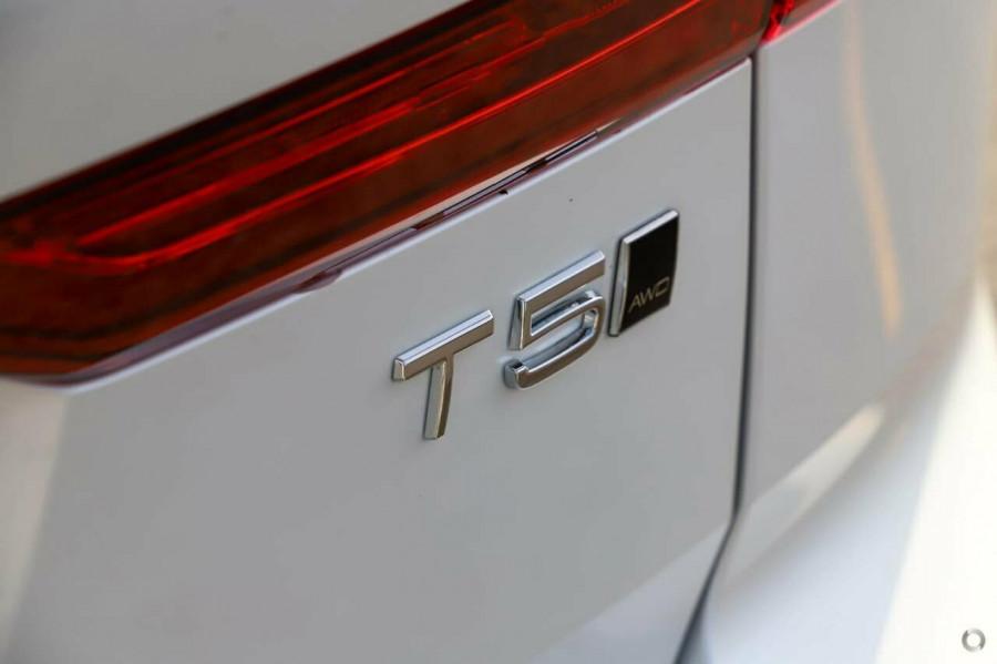 2020 MY21 Volvo XC60 UZ T5 Momentum Suv Image 6