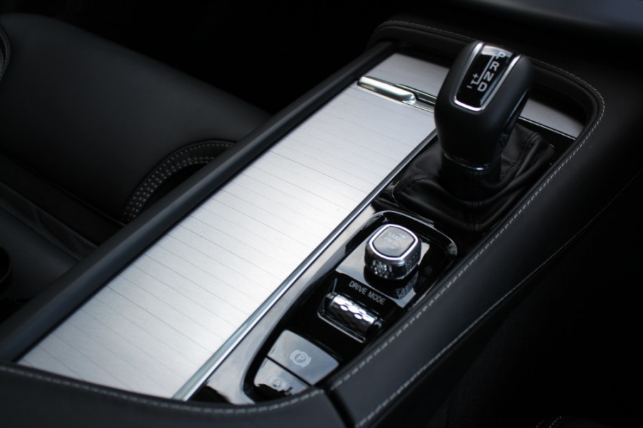 2018 MY19 Volvo XC90 L Series D5 Momentum Suv Mobile Image 16
