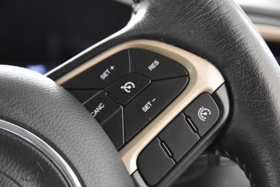 2015 Jeep Renegade BU Limited Hatchback Image 13