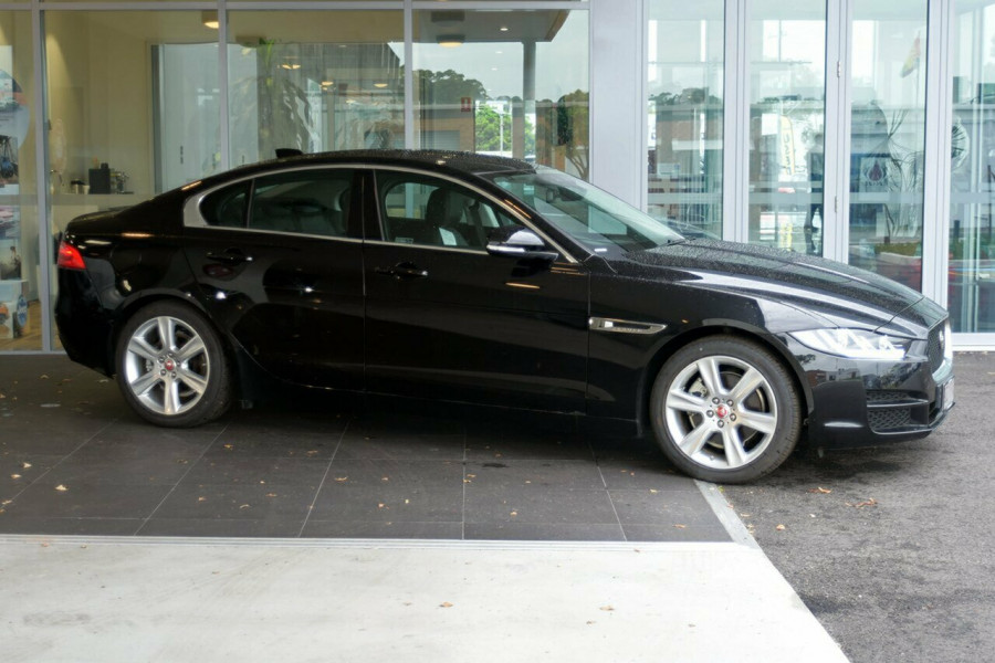 2016 MY17 Jaguar Xe X760 MY17 20d Sedan Mobile Image 4