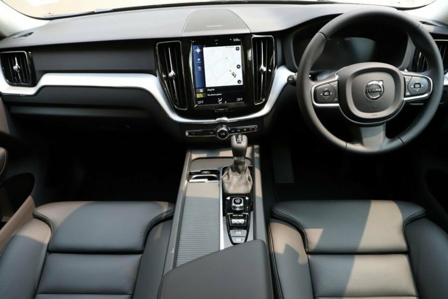 2019 MY20 Volvo XC60 UZ D4 Momentum Suv Mobile Image 5