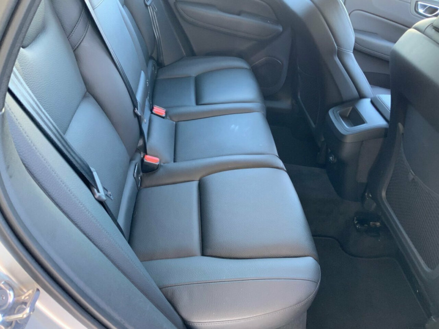 2019 MY20 Volvo XC60 246 MY20 D4 Momentum (AWD) Suv Image 21